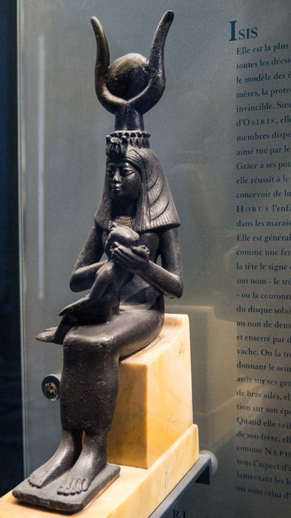 statue Isis, Louvre