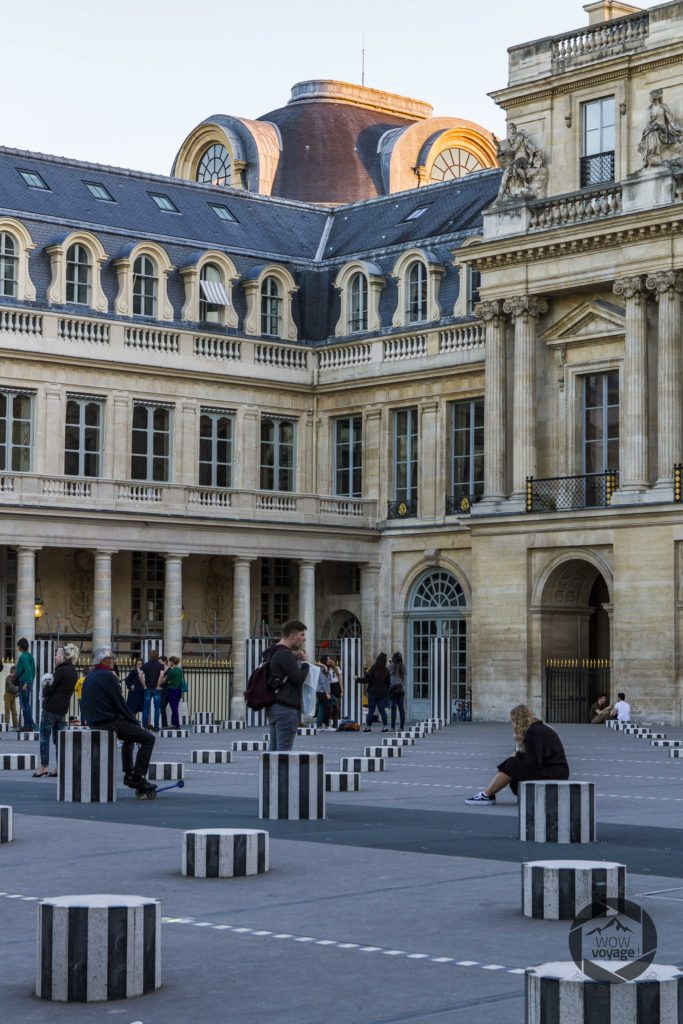 palais-royal-last-ray-of-light-people-are-waiting