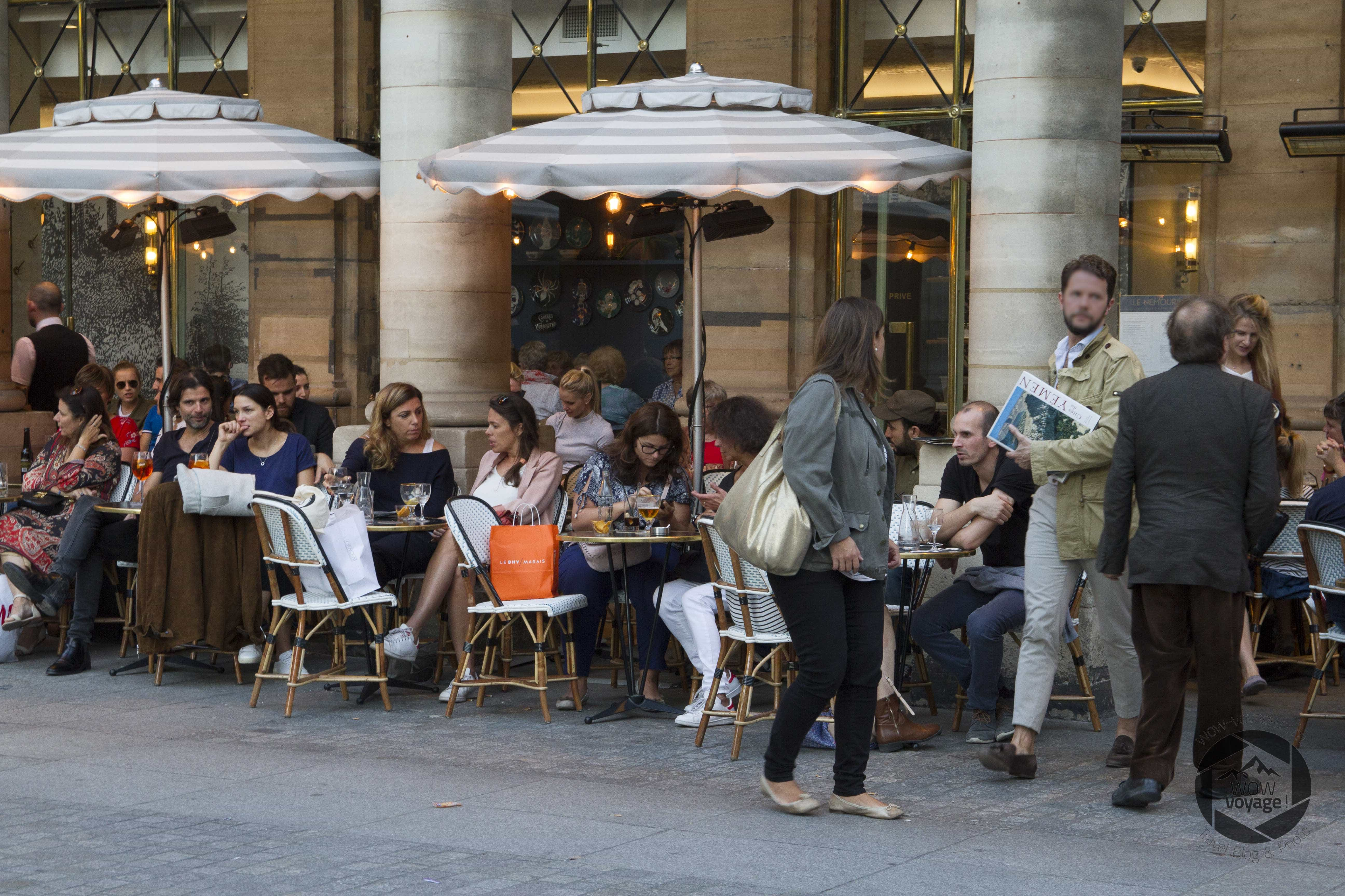 Photo of people eating at the restaurant of the Palais Royal of Paris.